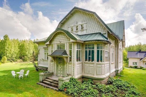 Tämä Lempäälän Kuljussa sijaitseva hirsitalo on valmistunut vuonna 1905.
