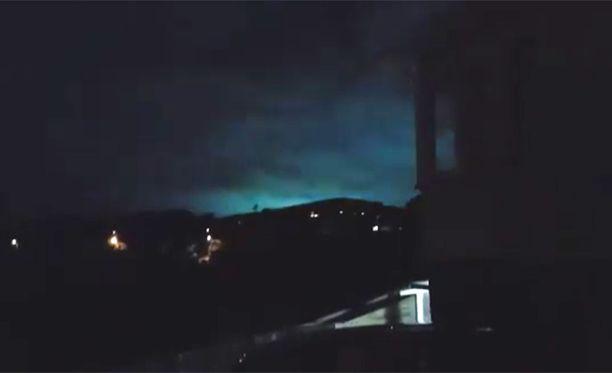 Samanlaisia valoilmiöitä on nähty maanjäristysten yhteydessä jo tuhansia vuosia.