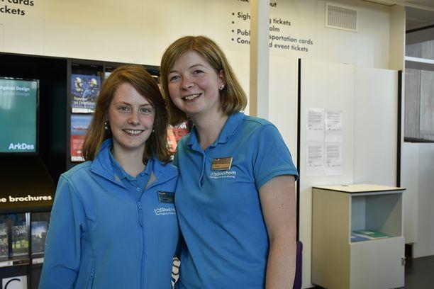 Turisti-infon saksalaisopiskelijat Jasmin ja Tanja odottavat innolla Victorian suurta päivää.