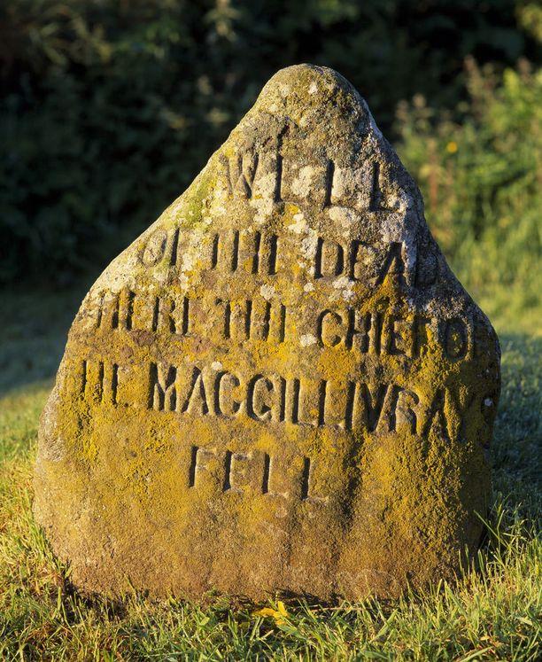 Tuhoisan taistelun muistokivi Cullodenin nummella.