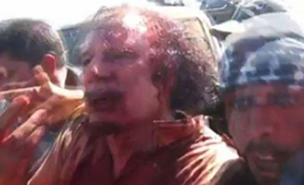 Muammar Gaddafi saatiin eilen kiinni. Hän sai surmansa pian tämän jälkeen, ilmeisesti kapinalliskuljetuksen aikana.