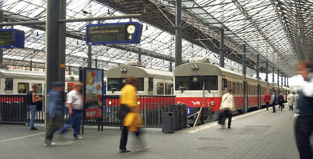 VAARA VAANII Lompakkovarkaat ovat iskeneet niin ennen junaan nousua kuin junassa. Kuvan henkilöt eivät liity juttuun.