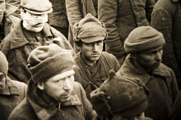 Artikkeli julkaistiin näyttävästi kanavan etusivulla maanantaina Pietarissa järjestetyn laivasto- ja hävittäjäparaatin jälkeen.