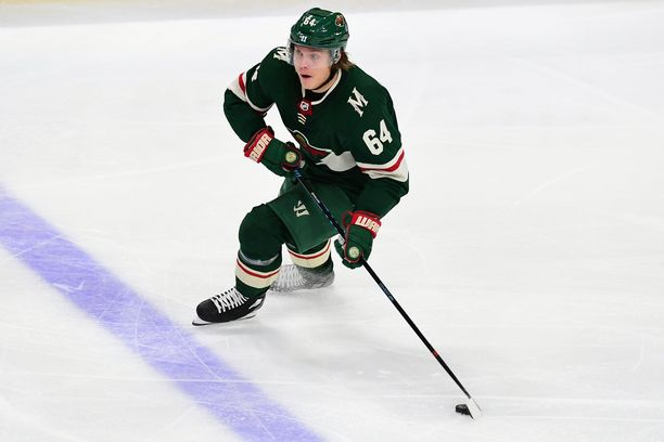 October 16, 2018 Minnesota Wild right wing Mikael Granlund (64) skates the puck up ice during the NHL game between the Arizona Coyotes and Minnesota Wild at the Xcel Energy Center in St. Paul, Mn. Minnesota defeats Arizona 2-1. Russell Hons/CSM(Credit Image: © Russell Hons/CSM via ZUMA Wire)
