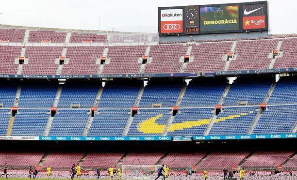 Camp Nou -stadionin lehterit ammottivat tyhjyyttään sunnuntain liigaottelussa.