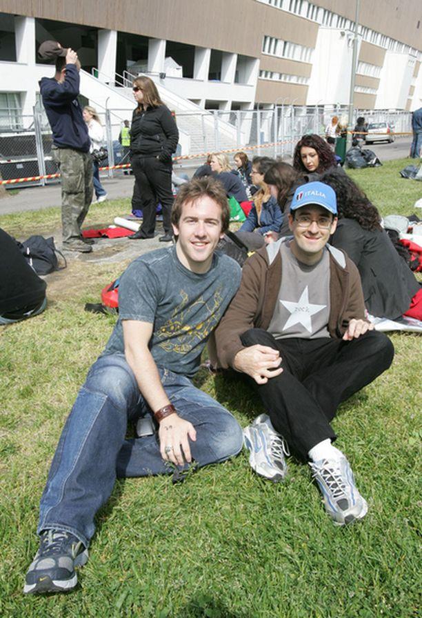 FANIUS YHDISTÄÄ. Skotlantilainen John Honeyman ja italialainen Luca Colmanett ovat tutustuneet toisiinsa Bon Jovin fanittamisen myötä.