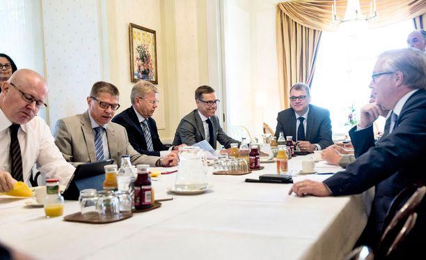 Sipilä esitteli tänään ehdotusta yhteiskuntasopimuksen jatkosta Kesärannassa.