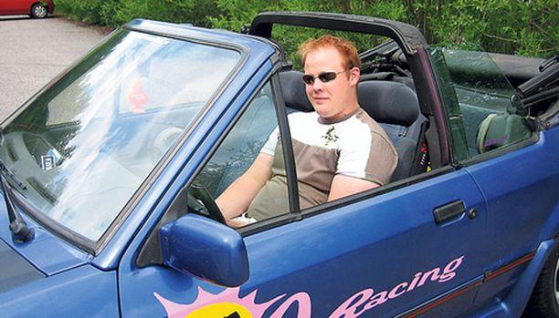 – Halusin päästä mönkijästäni eroon ja minulle tarjottiin tätä, kertoo Ville Piitulainen avoauton hankinnasta.