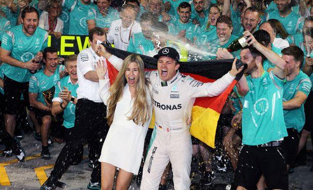Nico Rosberg lopetti formuloissa viettääkseen enemmän aikaa perheensä kanssa.