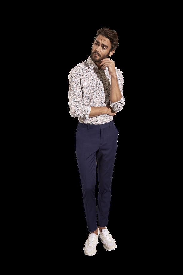 Miesten paidoissa kukkaprintit ovat pienempiä kuin naisilla, mutta ne piristävät silti kummasti juhlatyyliä. Rennommissa juhlissa ei mieskään tarvitse puvuntakkia. Chinojen tai puvunhousujen kanssa voi pukea vaikka lenkkarit.