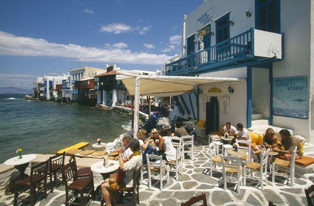 Jos juomaraha ei sisälly hintoihin, on Kreikassa asiallinen summa sellaiselle 10-15 prosenttia laskusta.