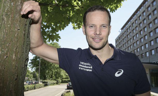 Tero Pitkämäki muistuttaa Tottenhamin fanin mukaan joukkueen maalivahtia Hugo Llorisia.