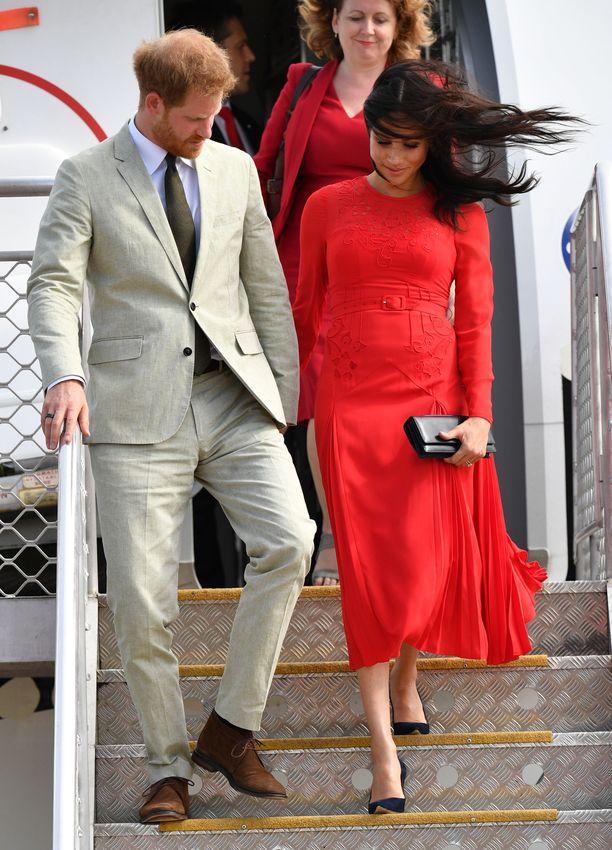 Prinssi Harry ja herttuatar Meghan saapuivat Tongalle torstaina.