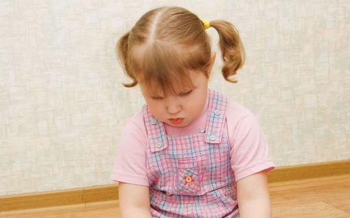 Istuuko lapsesi W-asennossa? Voi tuoda pysyviä ongelmia - ohjaa pois ennen kuin on myöhäistä