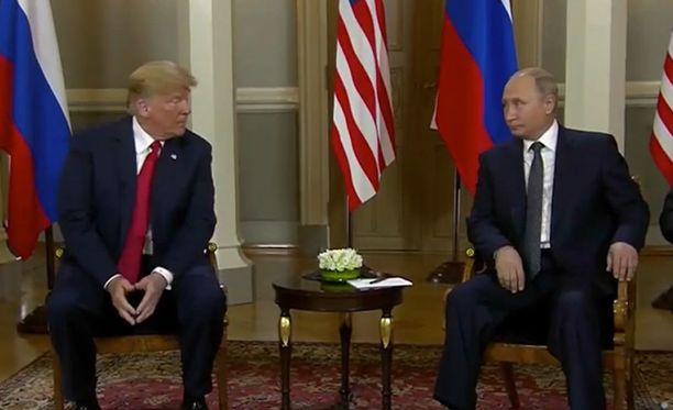 Trump yritti ehkä murtaa jään presidenttien välillä iskemällä Putinille silmää.