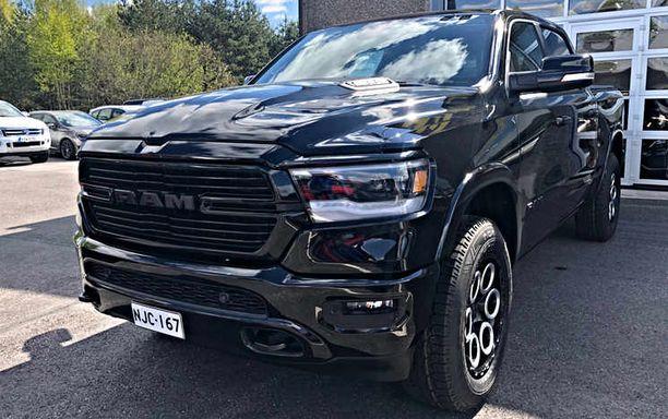 Dodge Ram Laramie.