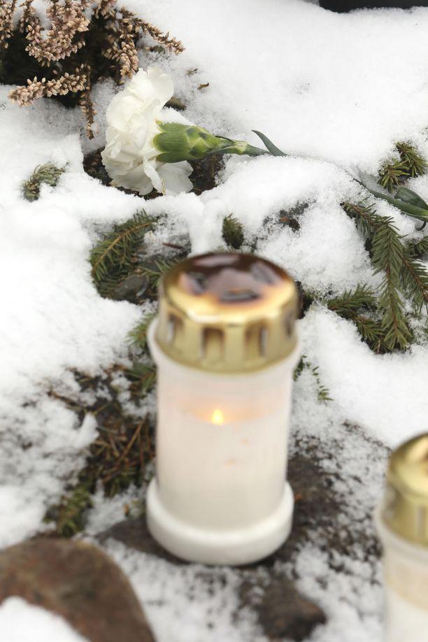 Matti Nykäsen uurna laskettiin sukuhaudalle 13.3.2019.