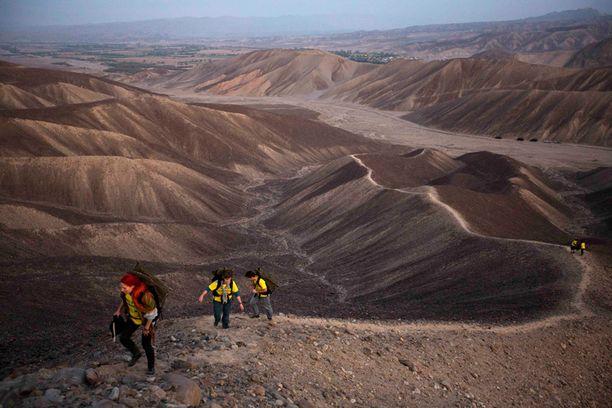 Aktivisteja matkalla Nazcan linjoille maanantaina.