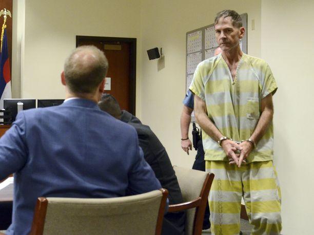 Scott Ostrem ampui 20 sekunnin aikana seitsemän laukausta ja poistui supermarketista.