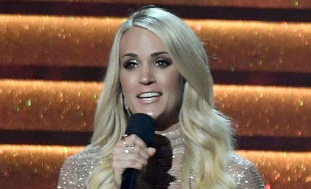 Carrie Underwoodia ei ole nähty julkisuudessa onnettomuuden jälkeen.