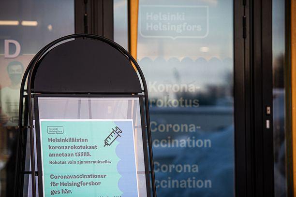 Kaupunki neuvoo, että nopeiten ajan saa varattua verkosta. Rokotuksia annetaan Jätkäsaaren, Messukeskuksen, Malmin ja Myllypuron rokotuspisteissä.