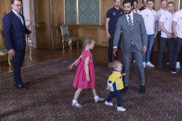 Tre Kronorin MM-joukkue tapasi prinssi Oscarin ja muut kuninkaalliset.