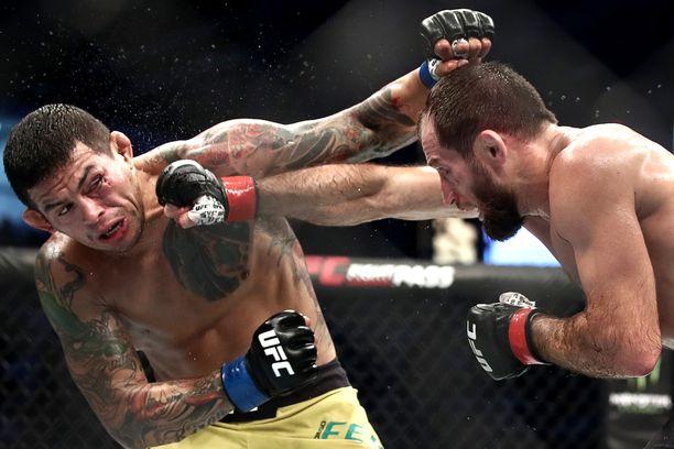 UFC-ottelijat laitettiin Abu Dhabissa todella tukalaan paikkaan.