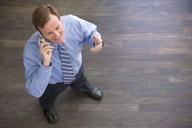Istumisen ja seisominen ahkera vuorottelu työpäivän mittaan on toimistotyöläiselle hyväksi.