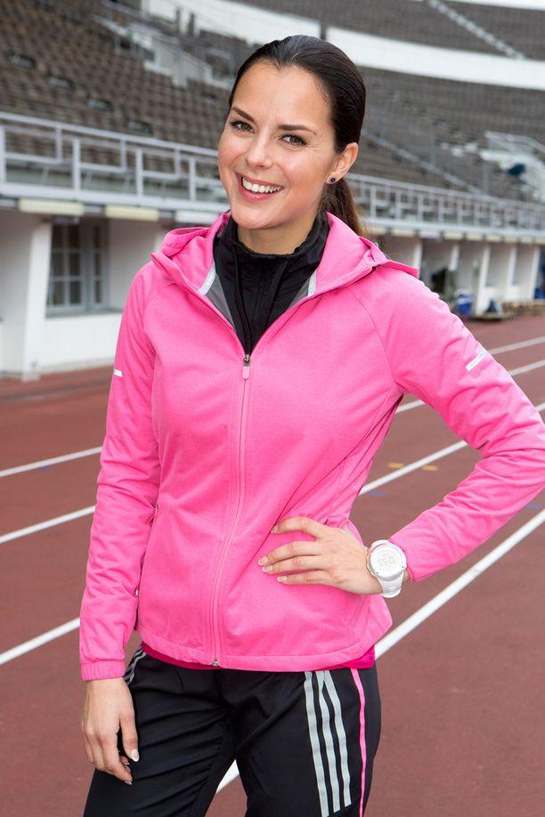 Vaaleanpunainen ja pinkki ovat selvästi tumman kaunottaren lempivärejä. Tässä juoksutapahtumassa Olympiastadionilla vuonna 2014.