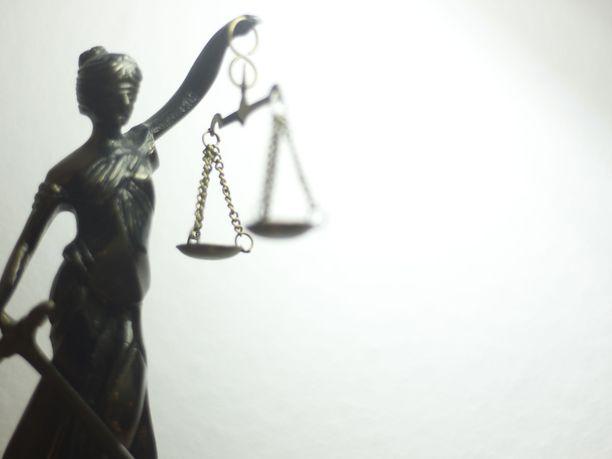 Espanjan oikeuslaitosta arvosteltiin viime vuoden lopulla rajusti, kun viittä joukkoraiskaajaa ei tuomittu raiskauksesta. Tällä kertaa rikosnimikkeen kynnys ylittyi.