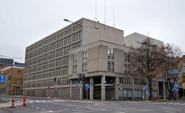 Syyttäjä vaati pakettiauton noin 30-vuotiaalle kuljettajalle Päijät-Hämeen käräjäoikeudessa rangaistusta liikenneturvallisuuden vaarantamisesta ja kuolemantuottamuksesta.