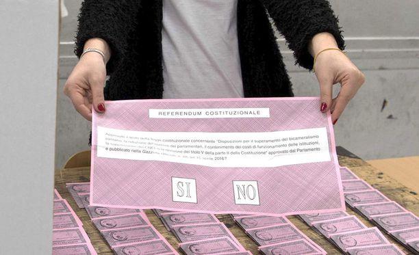 Italian kansa äänestää sunnuntaina kyllä tai ei uudelle perustuslaille.