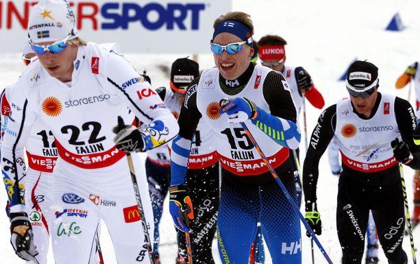 Falunin MM-kisat 2015 jäivät Lars Nelsonin (etualalla) viimeisiksi arvokisoiksi. Yhdistelmäkisassa kilpakumppaneihin lukeutui muun muassa Iivo Niskanen.