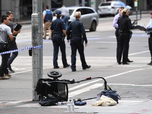 Kaatuneiden lastenrattaiden alaosa yliajon tapahtumapaikalla Melbournessa tammikuussa 2017.