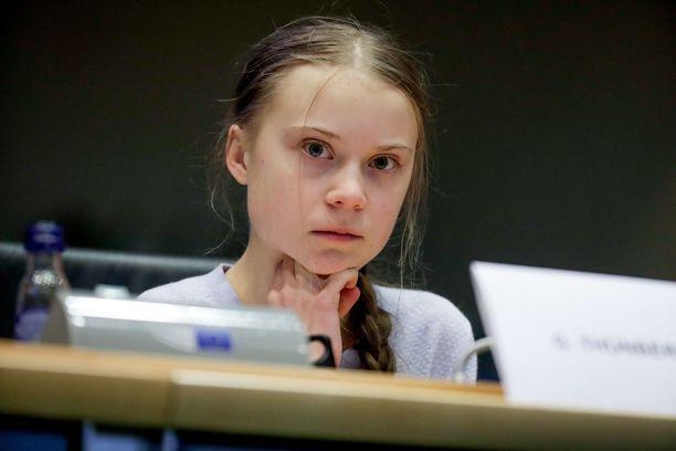 Greta Thunberg arvelee sairastaneensa koronan.