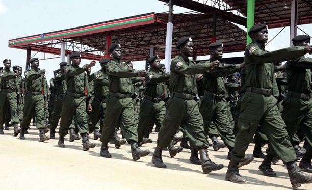Raportissa mainittuihin karmeuksiin ovat syyllistyneet sekä hallituksen joukot että kapinalliset.