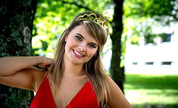 Erika Vikman kruunattiin tangokuningattareksi kesällä Tangomarkkinoilla.
