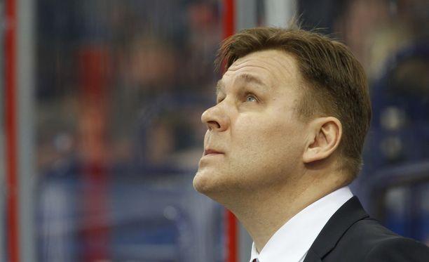 Raimo Summanen kysyi Viktor Tihonovilta neuvoa.