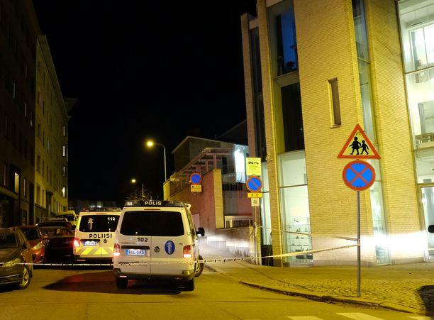 Takaa-ajo päättyi Töölön Sandelsinkadulle.
