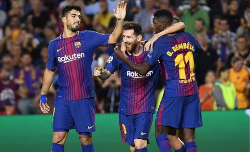 Leo Messi juhli maaliaan yhdessä Luis Suarezin ja Ousmane Dembelen kanssa.