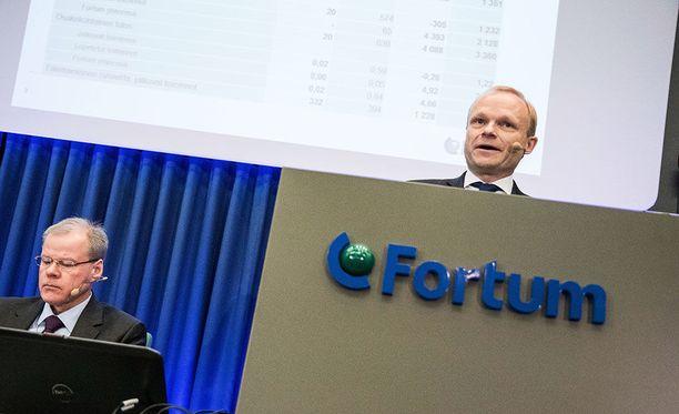 Fortumin toimitusjohtaja on Pekka Lundmark (oik.). Vasemmalla Fortumin talousjohtaja Timo Karttinen