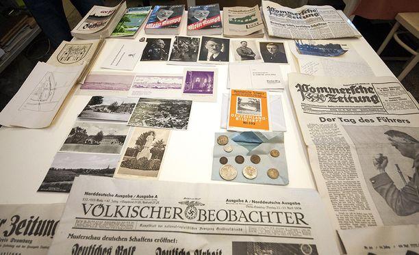 Sanomalehdet ovat vuodelta 1934, josta on päätelty, että kapseli haudattiin silloin.