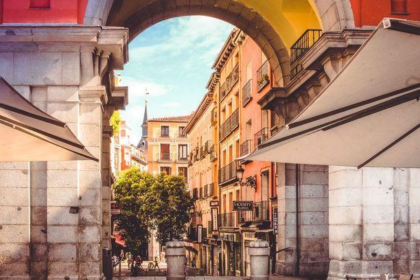 Madridin pääkaduilla on vilskettä ja ihmisiä, mutta myös pieniä ja viihtyisiä katuja löytyy.
