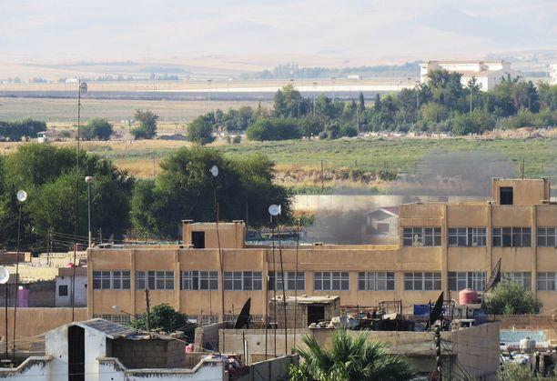 Qamishlin kaupungissa näkyi savua Turkin tykkitulen jäljiltä torstaina.