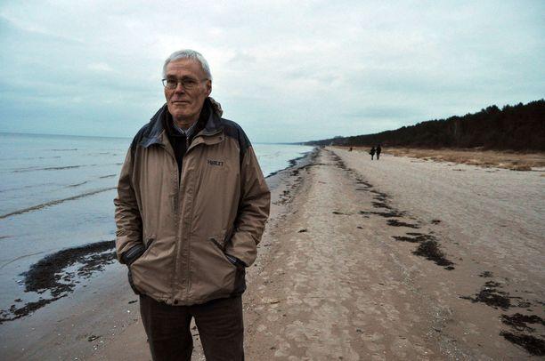Jukka Rislakki sai 1980-luvulla tietoonsa Viestikoelaitoksen asemapaikat, mutta päätti olla julkaisematta tietoja, hän kertoo tulevissa muistelmissaan.