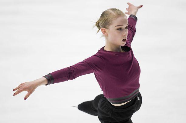 Viveca Lindfors treenasi Finlandia Trophya varten Espoossa torstaina.