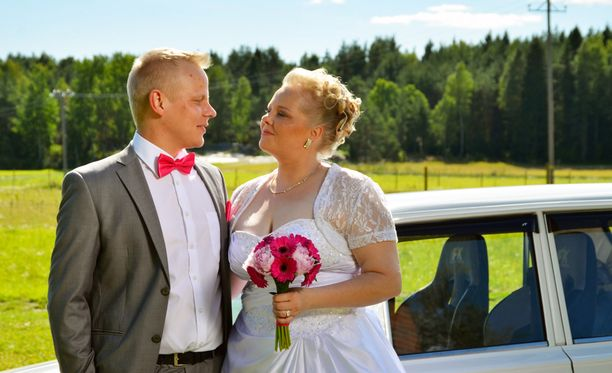 Roope Reini ja Marika Rautarinta avioituivat Satuhäät-ohjelmassa keväällä.