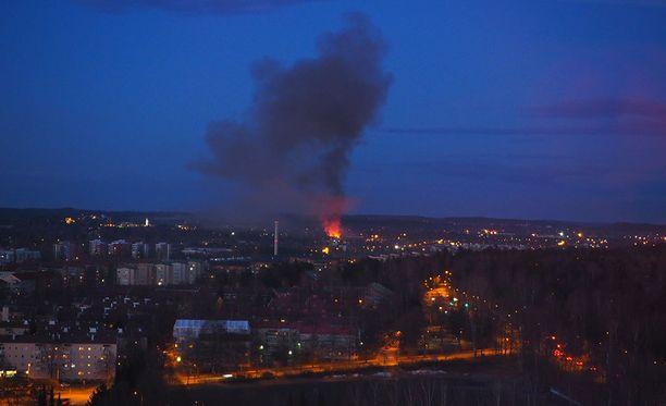 Iltalehden lukija otti Torni-hotellista kuvan Jankan tulipalosta.