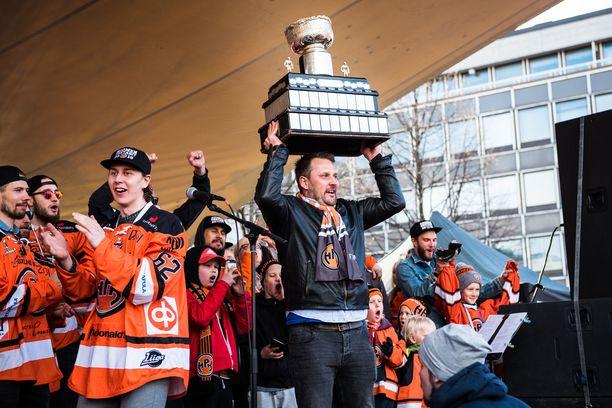 Antti Pennanen pääsi nostelemaan Kanada-maljaa viime keväänä. Vanhat meriitit on syytä unohtaa nopeasti.