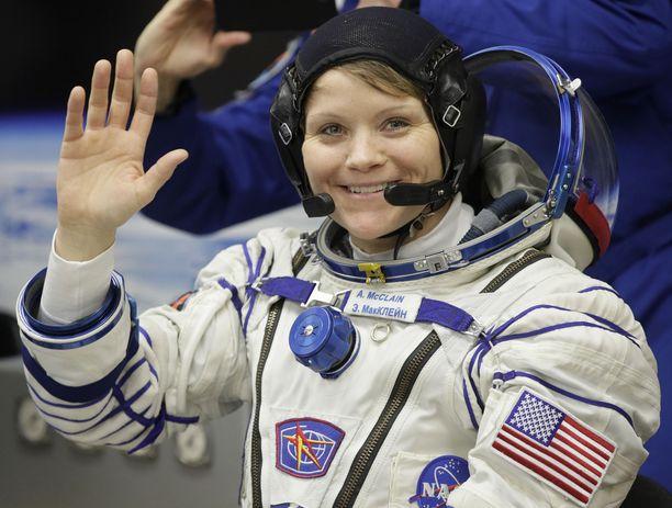 Astronautti Anne McClainia syytetään identiteettivarkaudesta, sillä hän oli käynyt katsomassa puolisonsa tilitietoja eron jälkeen. Kuva viime vuoden joulukuulta.